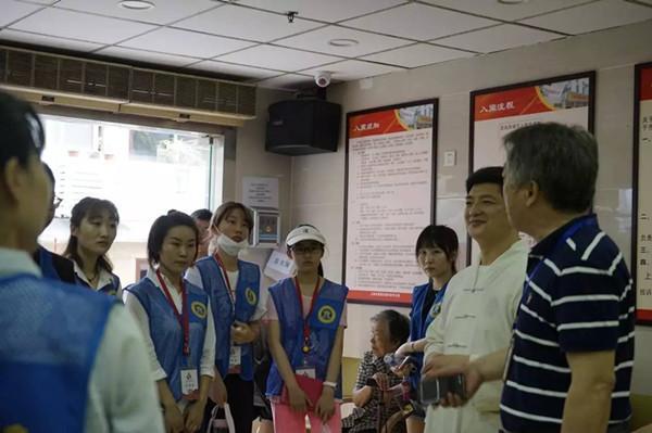 上海城隍庙慈爱功德会周末探望养老院老人