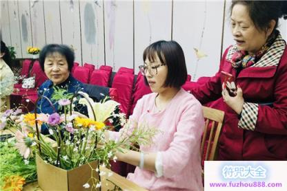 上海白云观慈爱功德会开展母亲节主题插花活动